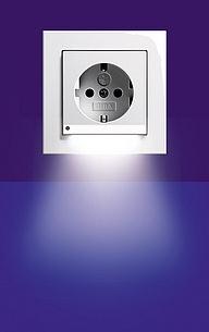 gira schuko steckdose led system 55 reinwei seidenmatt 117027. Black Bedroom Furniture Sets. Home Design Ideas